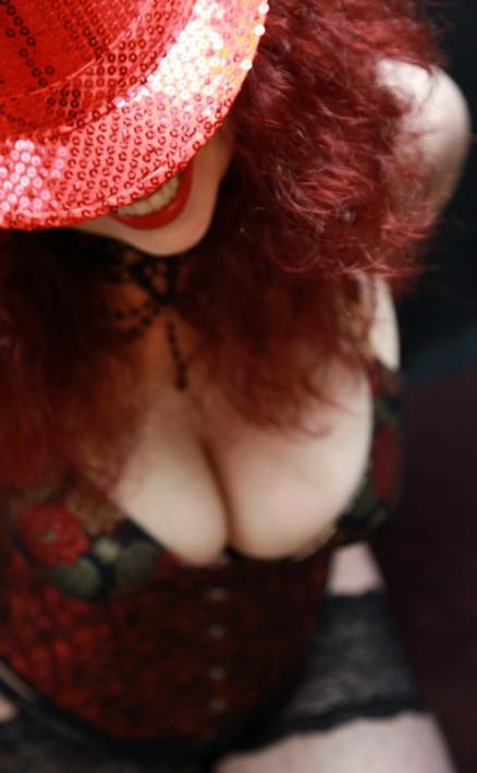 Featured scarlet redd Escort